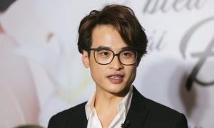Hà Anh Tuấn: 'Càng già, mặt nhiều nếp nhăn tôi lại thấy mình đẹp trai hơn'
