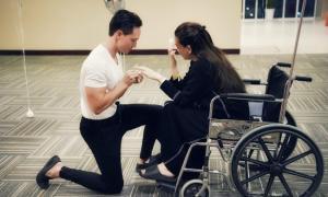 HOT: Kim Lý chia sẻ khoảnh khắc quỳ gối cầu hôn Hồ Ngọc Hà