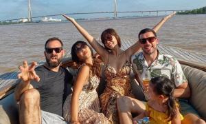 Siêu mẫu Hà Anh diện bikini bốc lửa khi cùng chồng và con gái đi du lịch Cần Thơ