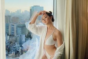 Á hậu Tường San mặc bikini cắt xẻ tứ bề đẹp hút mắt trước chung kết Hoa hậu Quốc tế 2019