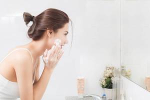 Chăm sóc da sai cách chắc chắn bạn sẽ gặp 4 dấu hiệu tổn thương sau