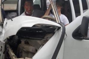 Nữ học viên đâm ô tô biến dạng, thầy dạy lái ngồi bên gương mặt chảy máu đầy thảng thốt